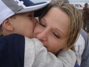 p kissing mamma 102509 airshow